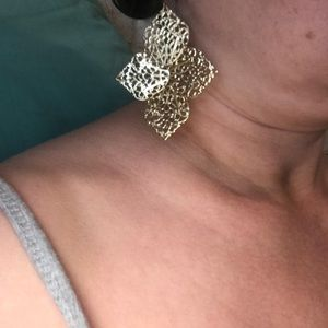 Jewelry - Gold plated flower earrings